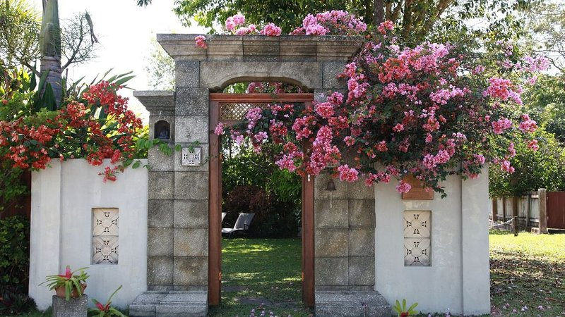 Manta Ray Bed and Breakfast, vacation rental in Whyanbeel