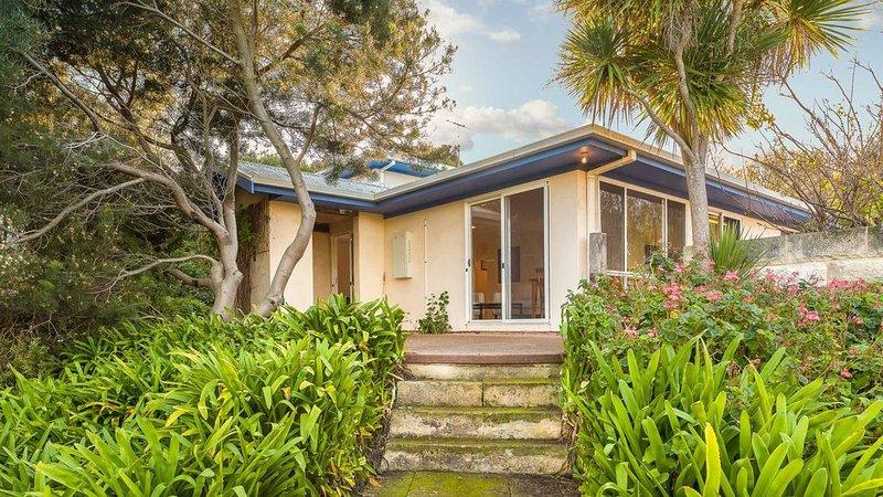 Sky Mirror Cottage - Rhyll, VIC, vacation rental in Rhyll