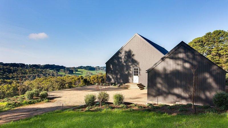 Cilento Farm - Stunning Views!, holiday rental in Point Leo