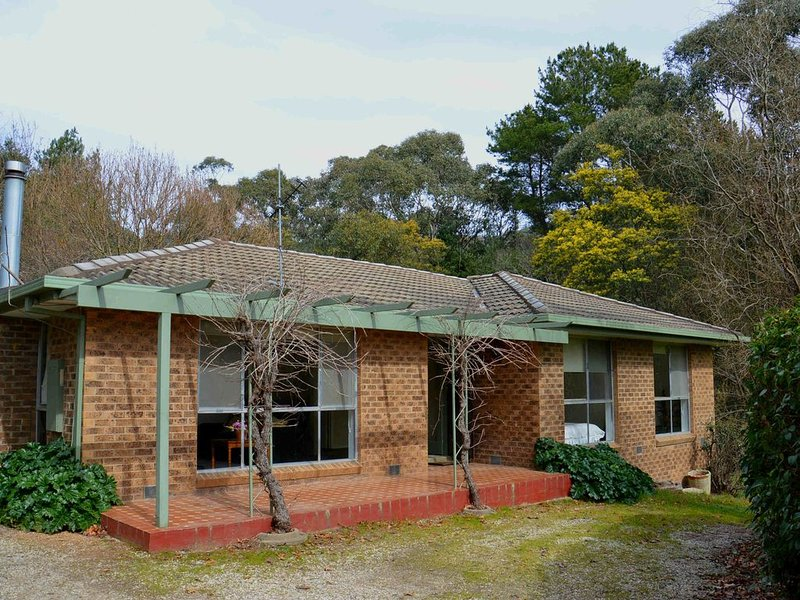 Sit back and relax in this comfortable 3 bedroom home set on 2 acres only..., holiday rental in Buckland