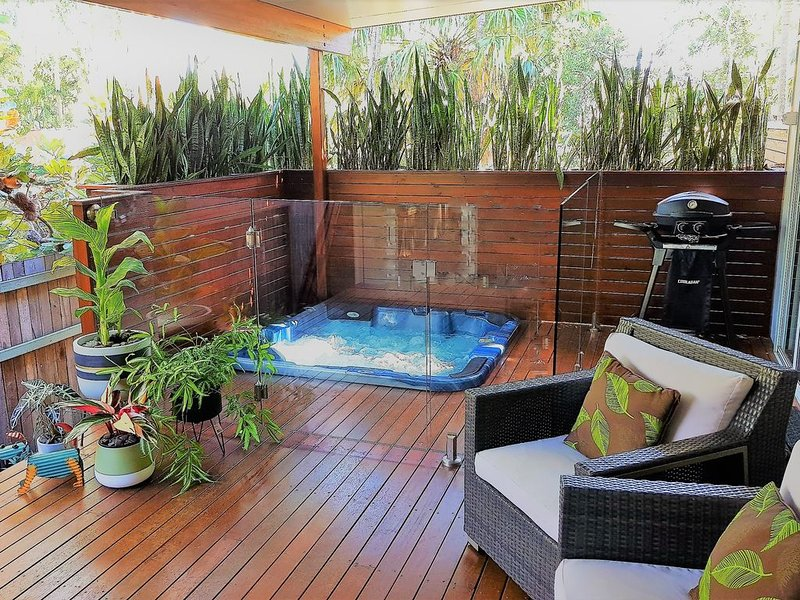Private cottage with in built heated spa on the deck, aluguéis de temporada em Yandina