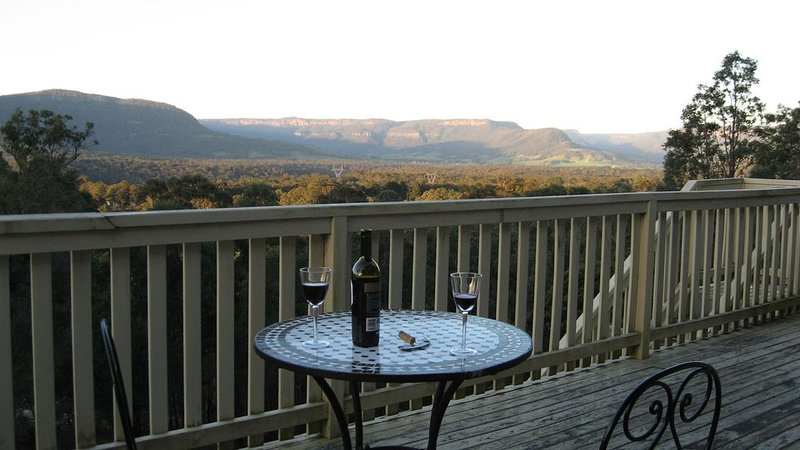 Hillside Kangaroo Valley:      A secluded cottage with magnificent valley views, vacation rental in Shoalhaven