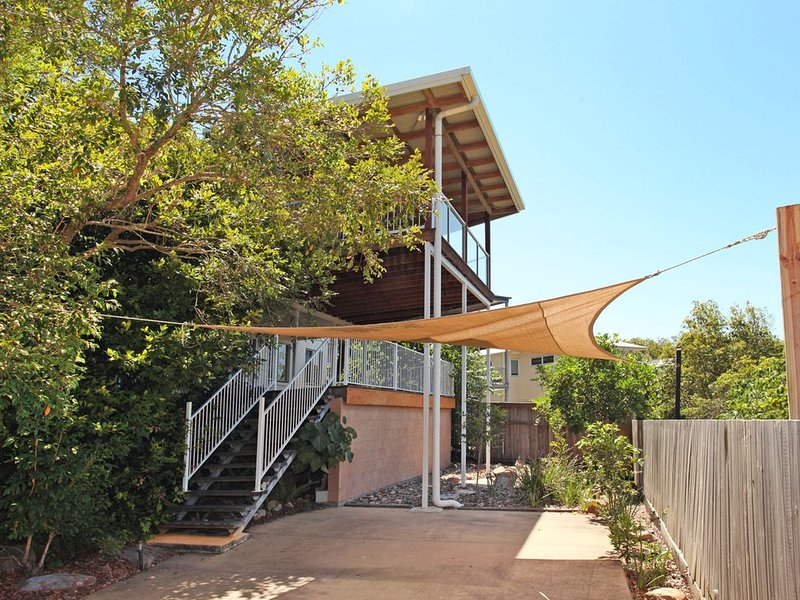 Three bedroom two storey pet friendly beach house, vacation rental in Coolum Beach