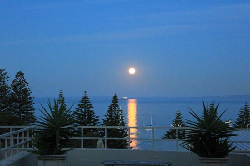 Spectacular bay views, huge private sun deck, right in the heart of Sorrento., holiday rental in Sorrento