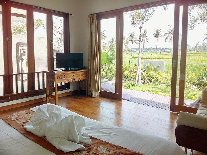 Tranquil breezy rice field villa w/private pool, holiday rental in Buruan
