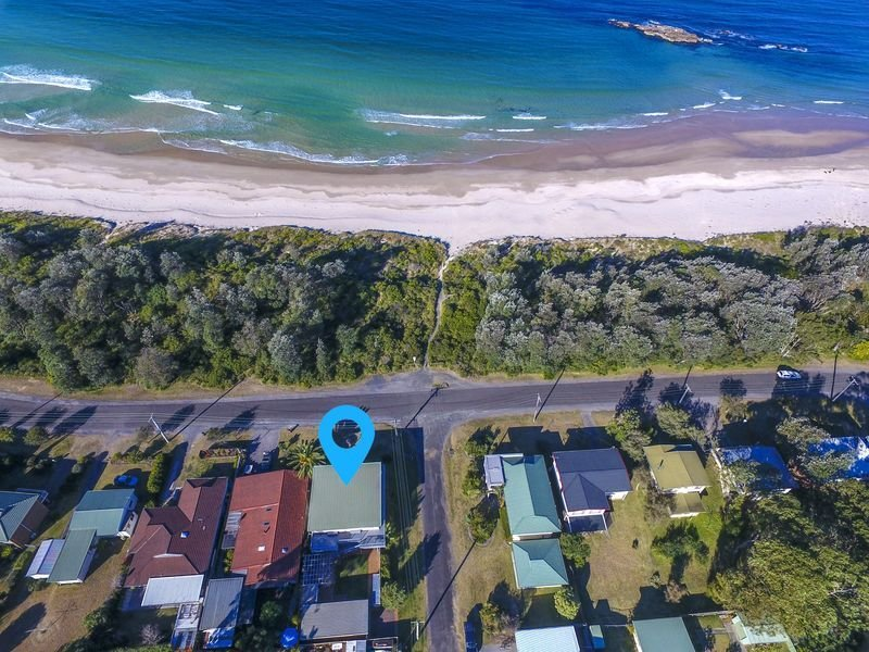 Narrawallee Beach House - 30 metres from the beach!, holiday rental in Narrawallee