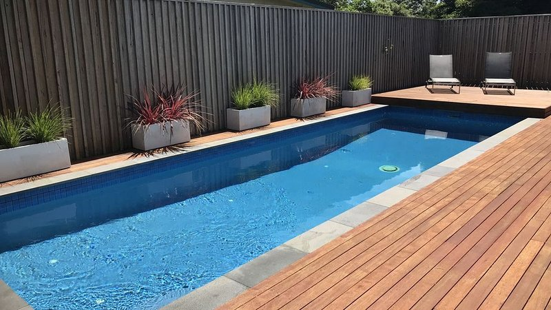 Happy Place - Relaxed Beach Getaway - 5 minutes walk to the Beach - Free Wifi, vacation rental in Dromana