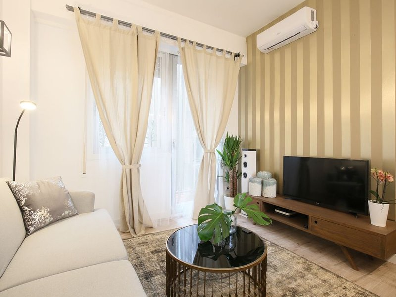 Brand new luxury in trendy La-Latina- central, vacation rental in Madrid