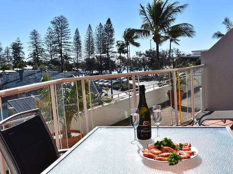 Sandcastles 102 on Mooloolaba Beach, sun, sand and cool breezes, vacation rental in Warana