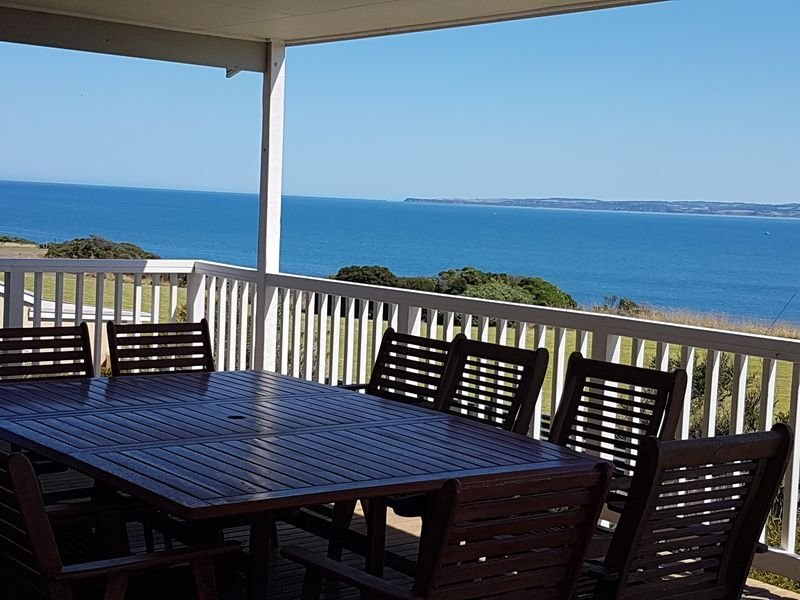 Bella Views -  Beach front with amazing ocean views and Foxtel, location de vacances à Ventnor