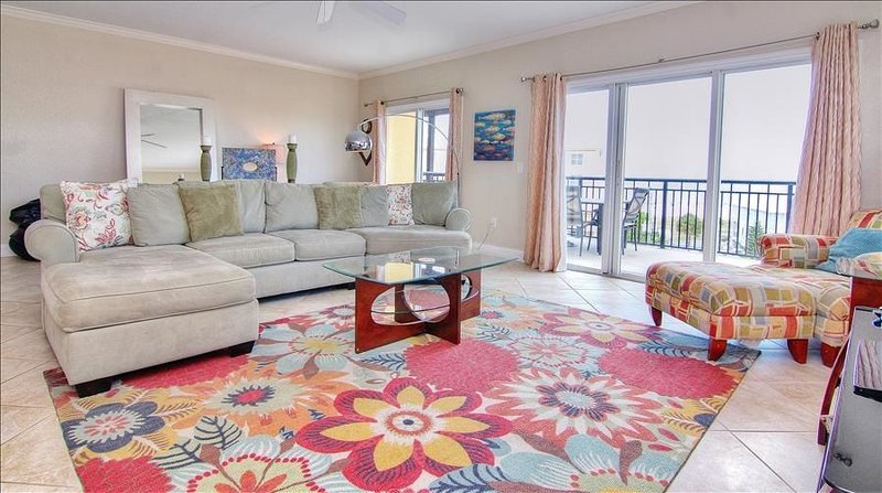PTI405: Top Floor Classic with Views of Gulf and Intracoastal in Relaxed..., vacation rental in Treasure Island