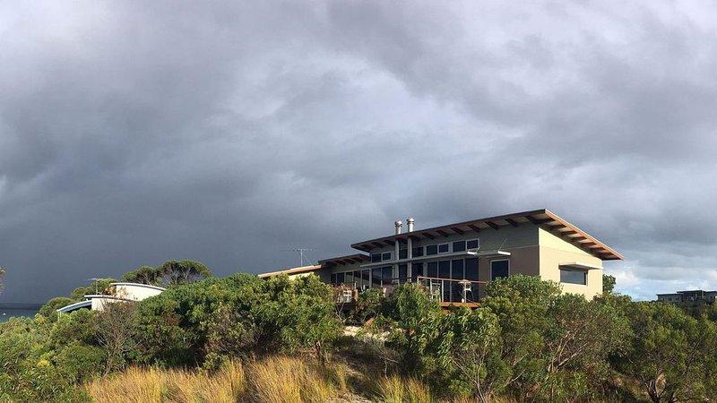 Casuarina Beach House, holiday rental in Island Beach