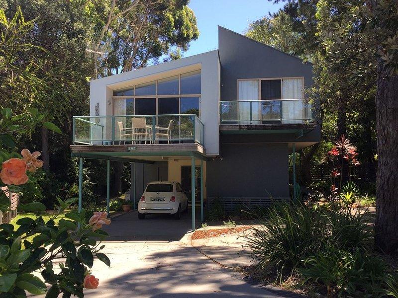 Salt Beach House - Opposite Mollymook Beach, vacation rental in Mollymook