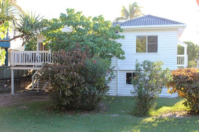 'Barton Lodge' Beachfront House Ngungun Street, vacation rental in Caloundra