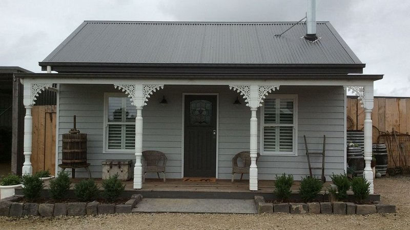 Windmill Cottage - Couples Retreat, alquiler de vacaciones en Seaford