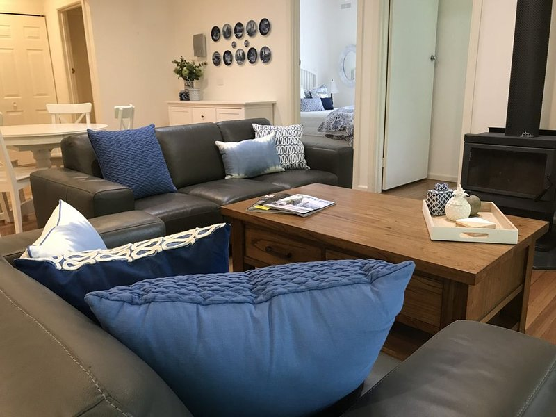 Gorgeous pet friendly getaway located close to the river, vacation rental in Tawonga South
