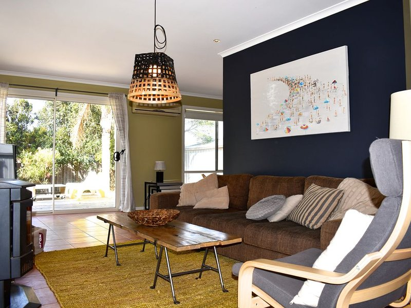 Island Home - Pet Friendly with Free Wifi Netflix & Stan., vacation rental in Cowes