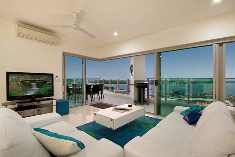 Skytower Sea Views Apartment, vacation rental in Darwin