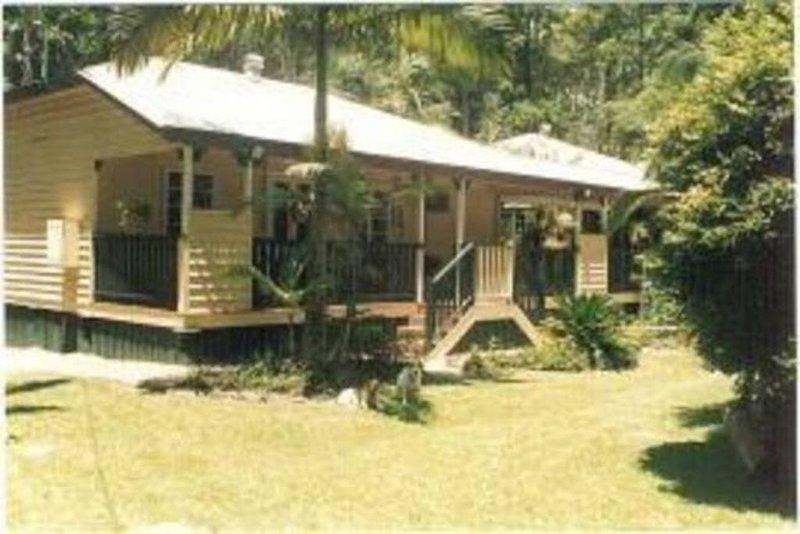Main Creek Bower B&B, holiday rental in Diddillibah