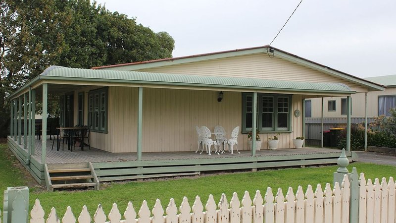 Beach Holiday Cottage, holiday rental in Apollo Bay