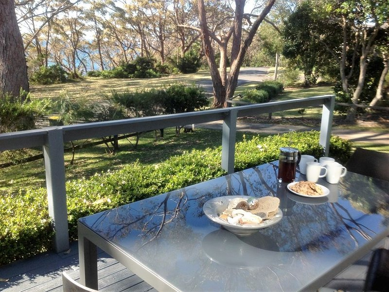 'Lamorna' at Washerwomans beach reserve provides linen., holiday rental in Bendalong