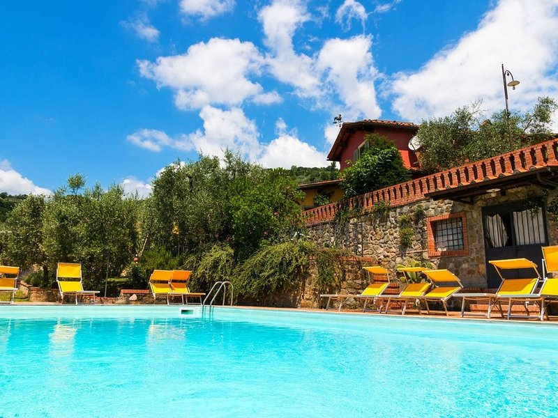 Bright Farmhouse in Montecatini Terme with Swimming Pool, location de vacances à Pieve a Nievole