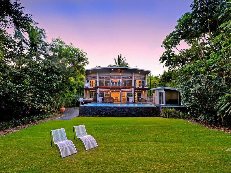 Luxury beachfront retreat, vacation rental in Whyanbeel