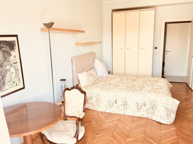Charming house leoni - ied bocconi con aria condizionata, holiday rental in Locate di Triulzi