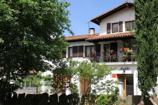 Casa rural (alquiler íntegro) Iriberri para 6+1 personas, vacation rental in Etxalar