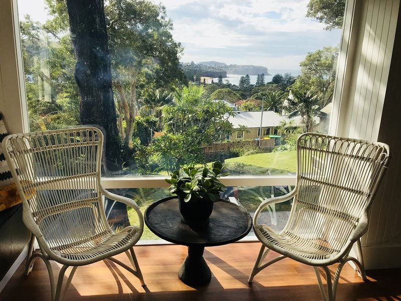 Family and pet friendly stunning home with views of surf break at Newport., holiday rental in Bilgola
