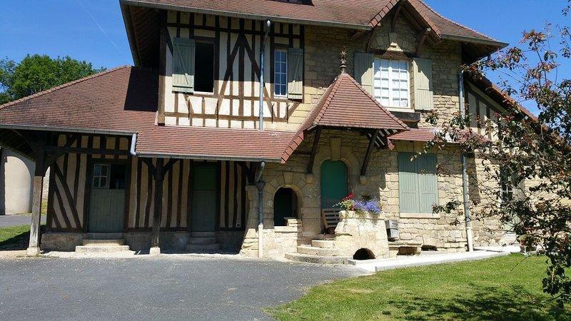 Maison  normande  dans un parc de 20 hectares, à 30 kms au nord- ouest de Paris, holiday rental in Jouy-le-Moutier
