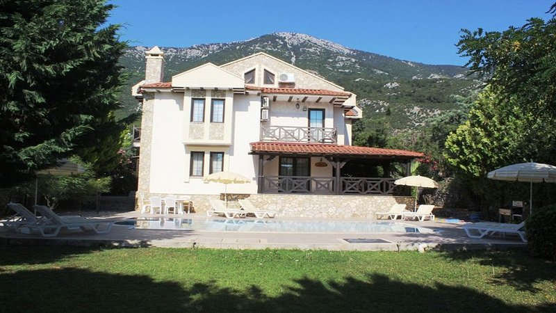 Luxury Villa with Private Pool, Manicured Gardens & Free WIFI Unlimited, holiday rental in Fethiye