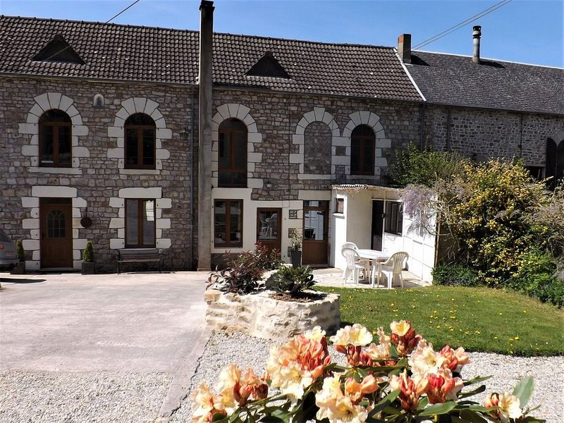 Tranquil Watermill set in peaceful hamlet, vacation rental in Saint-Aignan-de-Couptrain