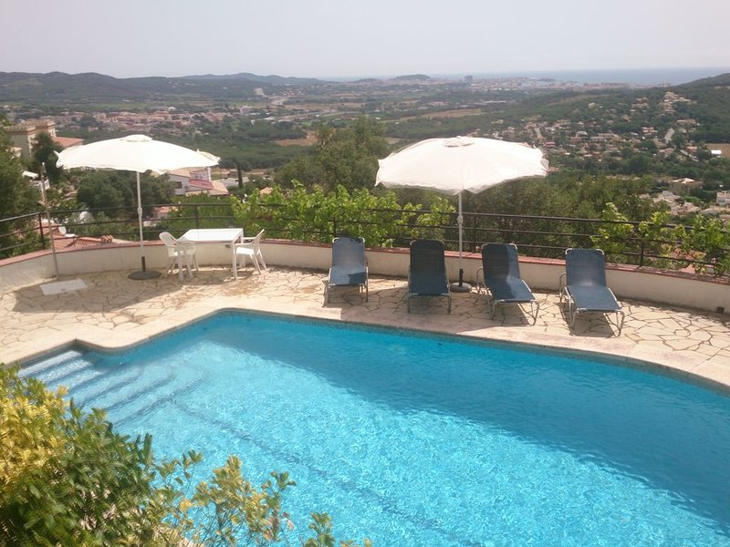 VILLA +PISCINA PRIVADA, EN CALONGE (Costa Brava)   10 persones, Ferienwohnung in Calonge