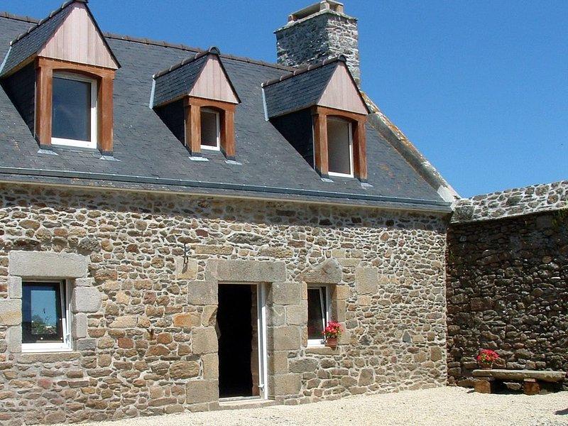 Maison entre le Cap Fréhel et St Malo, casa vacanza a Crehen