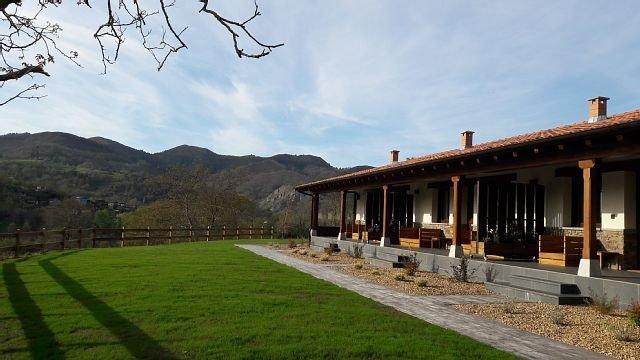 Apartamentos Fuente El Güeyu para 2 personas, holiday rental in Tornin
