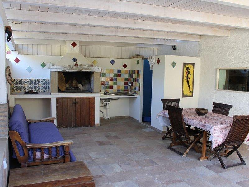Casa con giardino   a 500 metri dalla spiaggia di Solanas, location de vacances à Solanas