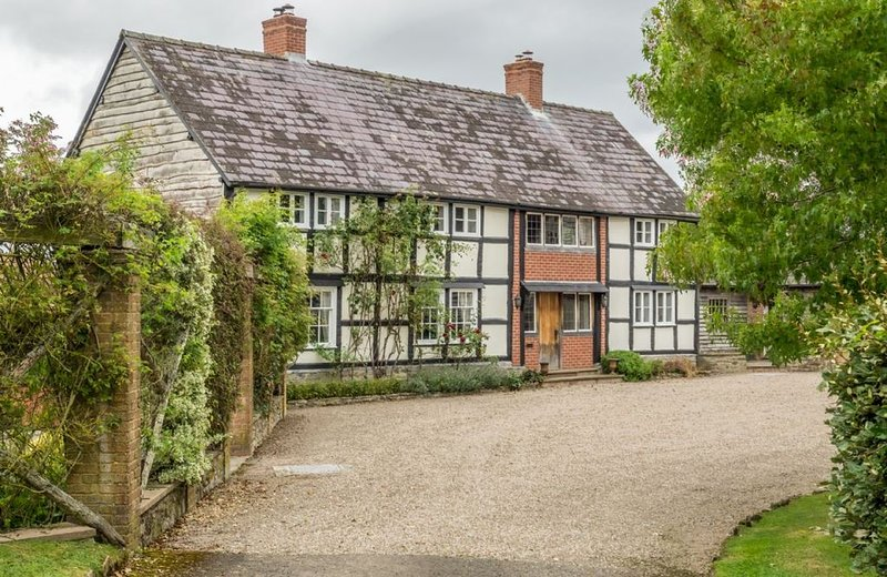Bearwood House is a half-timbered property in an idyllic rural holiday setting., vacation rental in Titley