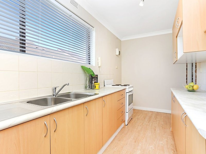 Beautiful 2 bedroom apartment in the chic suburb of Mortdale close to Hurstville, casa vacanza a Casula