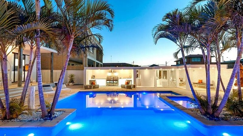 Luxurious Resort Living House Ocean Front With Heated Pool, Spa, Cabana & Views, holiday rental in Greater Sydney