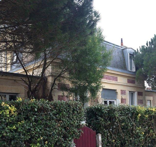 Maison 100 m2 accès direct mer à 30 m, holiday rental in Saint-Aubin-Sur-Mer