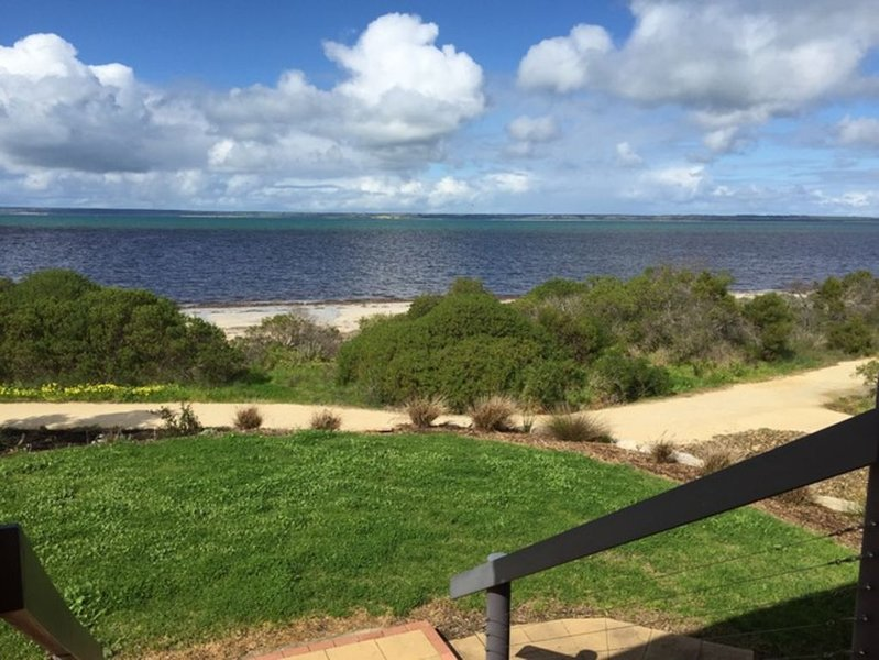 Direct beach access in a Central Location, holiday rental in Kangaroo Island
