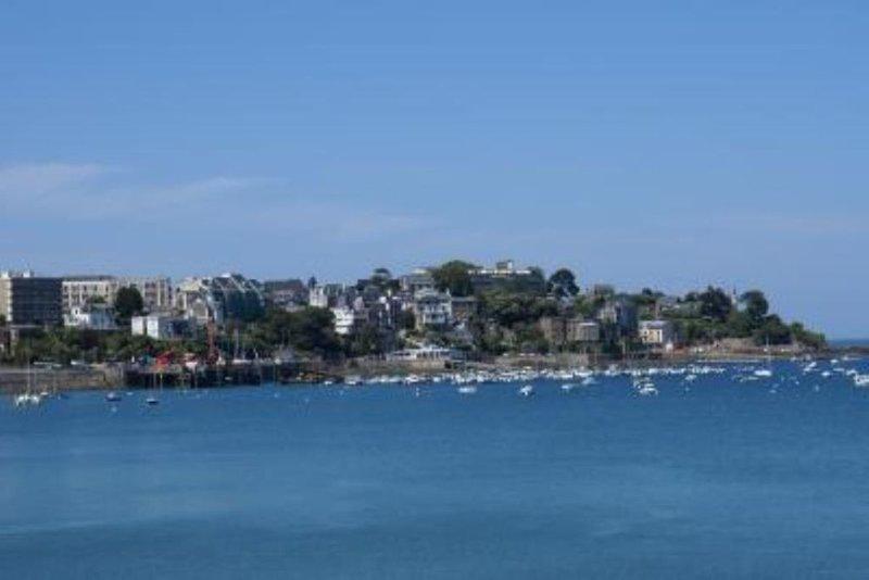 Appartement dans maison bord de mer 2/5 personnes Dinard, vacation rental in Dinard