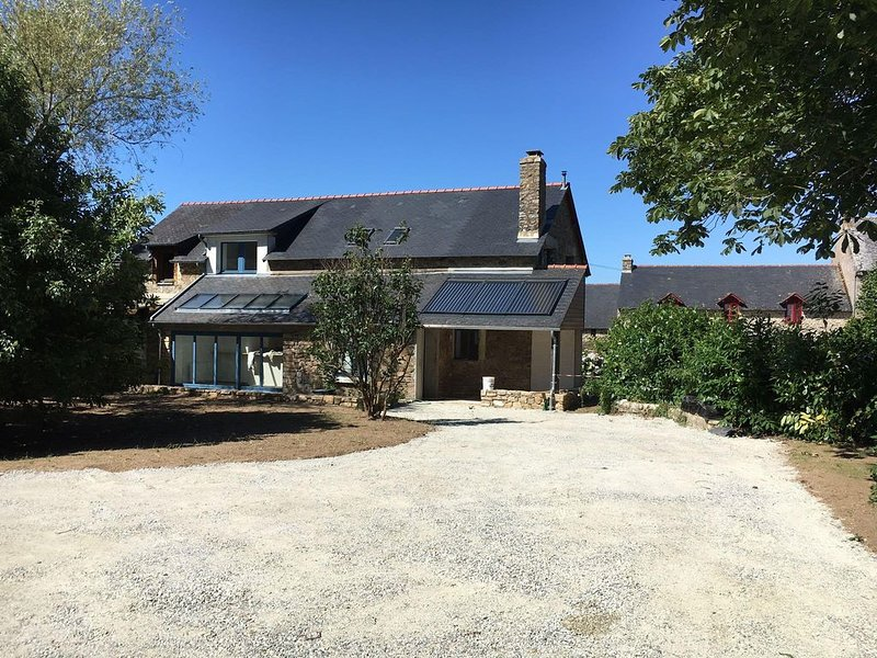Au bord du Golfe du Morbihan, maison rénovée 4 chambres, 2 sdb, 9 personnes, location de vacances à Arradon