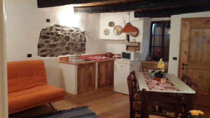 Villa di Chiavenna, frazione Chete, vacation rental in Borgonuovo