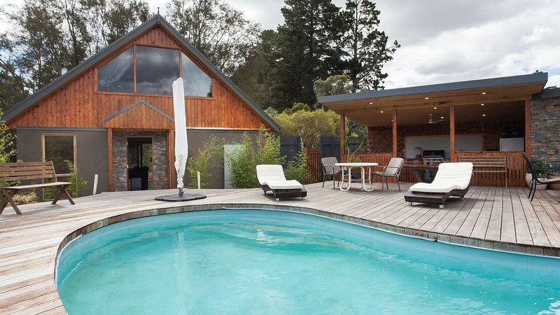 The Pool House*Kanturk Country Retreat, casa vacanza a Tooradin