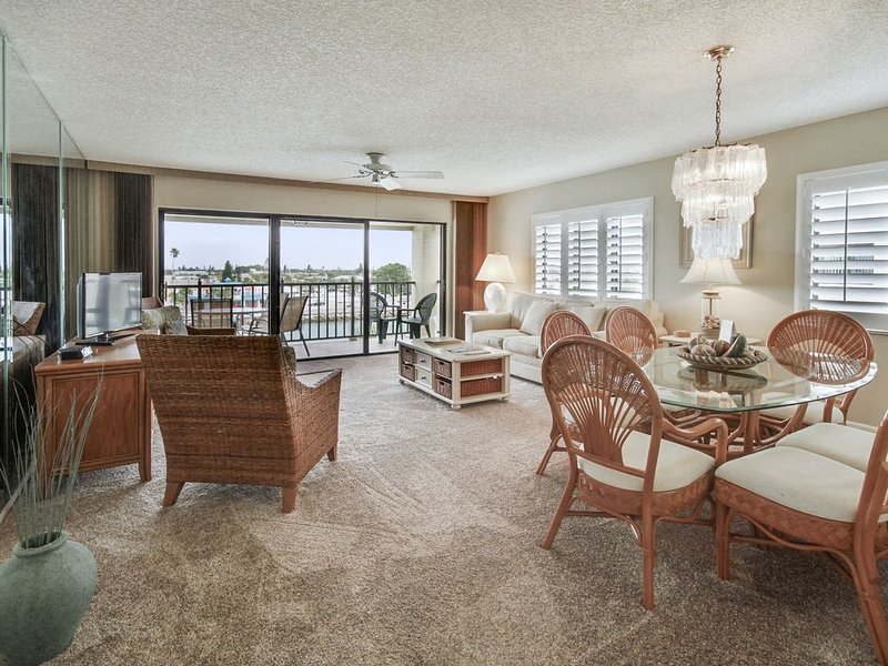 Land's End 406 building 3 Private Balcony with BAY views / End unit!, holiday rental in South Pasadena