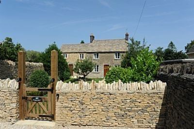 Roseleigh Cottage in the heart of Stow-on-the-Wold with parking for 2 cars., vacation rental in Upper Oddington