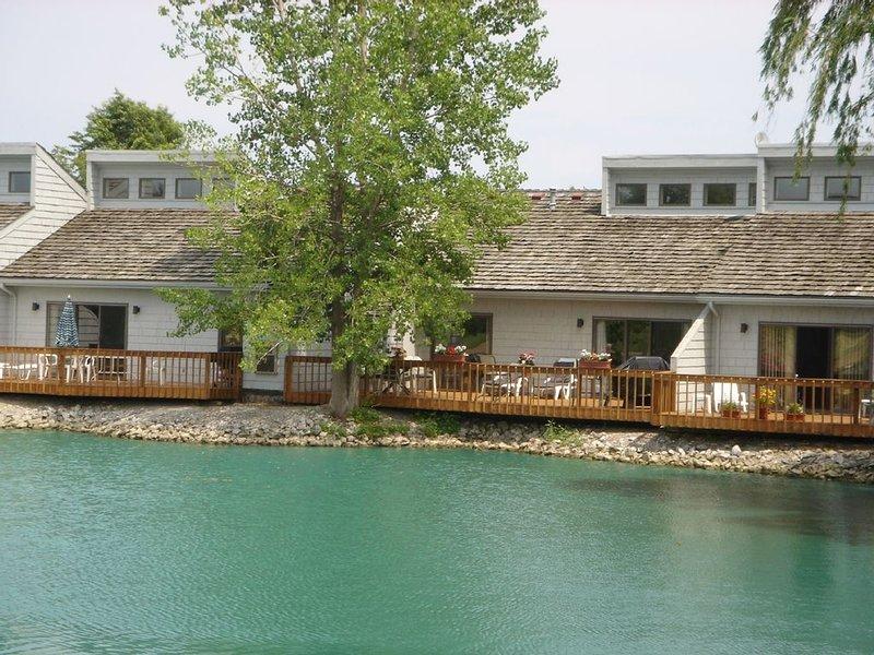Beautiful Condo in Sawmill Creek Resort -Beach, Golf,  Marina!, holiday rental in Huron