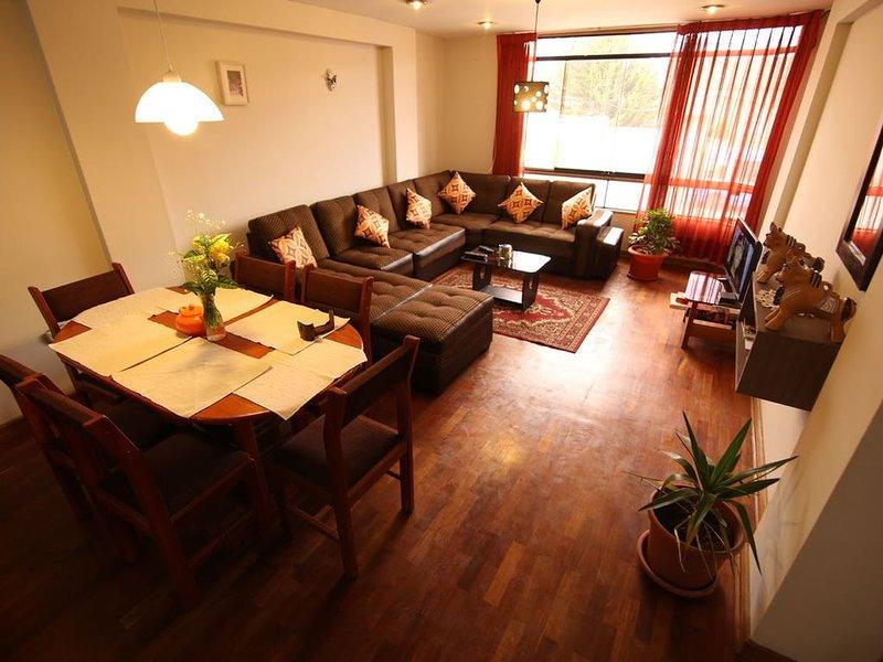 FENIX HOGAR, apartamento bonito y grande, en la ciudad de Cusco. cerca al centro, location de vacances à San Sebastian